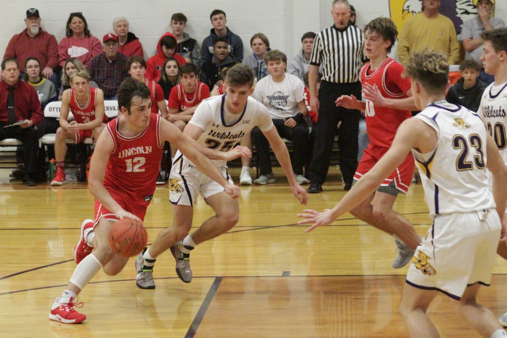 NATE HESSE DRIVES THE LANE during the championship game on Saturday afternoon against Slater. The Cardinals lost 54-40.