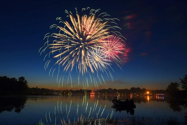 HAPPY BIRTHDAY USA!  Drake Harbor  will set the stage for a stunning pyrotechnic display this Saturday evening at dusk. Benton County will be home to many July 4th celebrations over the weekend.