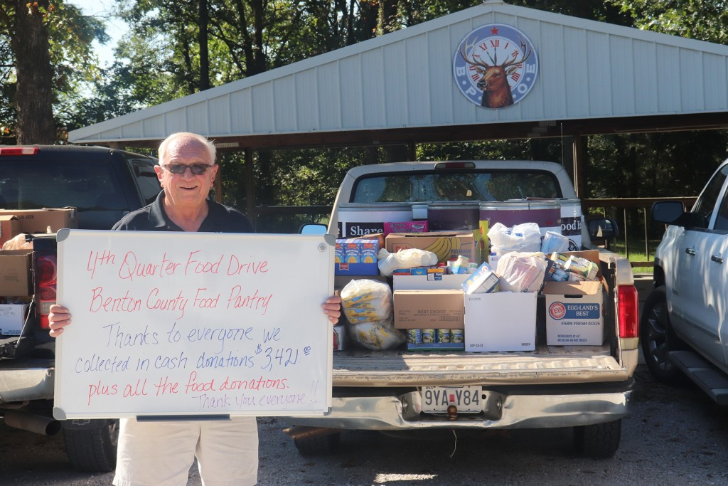 "GIVING A HEARTY ""THANK YOU"" with a handwritten sign, Warsaw Elks Exalted Ruler Dennis Shoen helped recognize individuals and organizations for contributing to the pantry's 4th Quarter Food Drive."